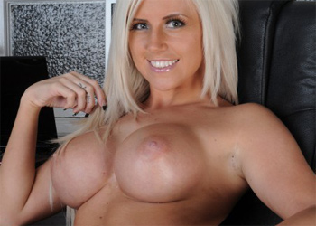 Chloe Dee