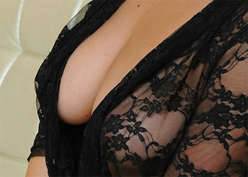 Isabella Black Lace Met Art