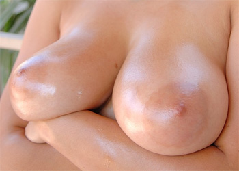 Marta Oiled Boobs