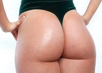 Taylor Barnes Big Butt