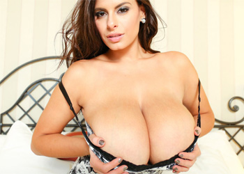 Wendy Fiore Flower Cleavage